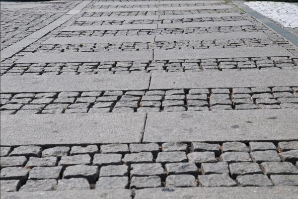 cubetti-in-pietra-file-parallele