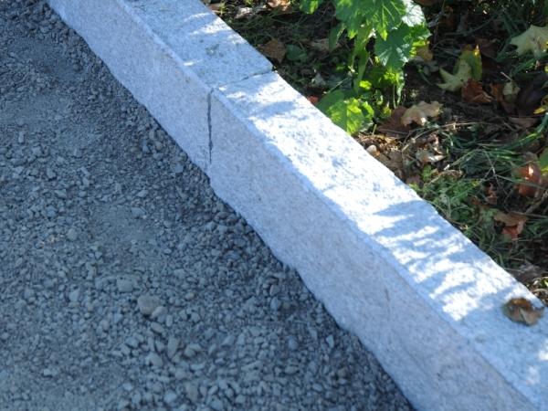Cordolo in pietra cos 39 finiture e posa in opera for Cordoli per giardino