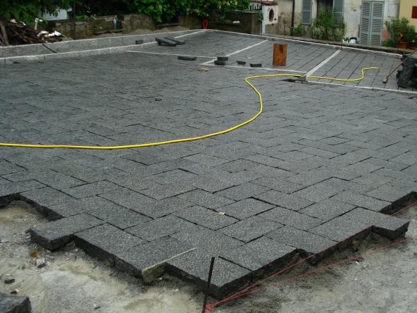 Pavimentazione in lastre di pietra naturale l importanza - Pavimentazione cortile esterno ...