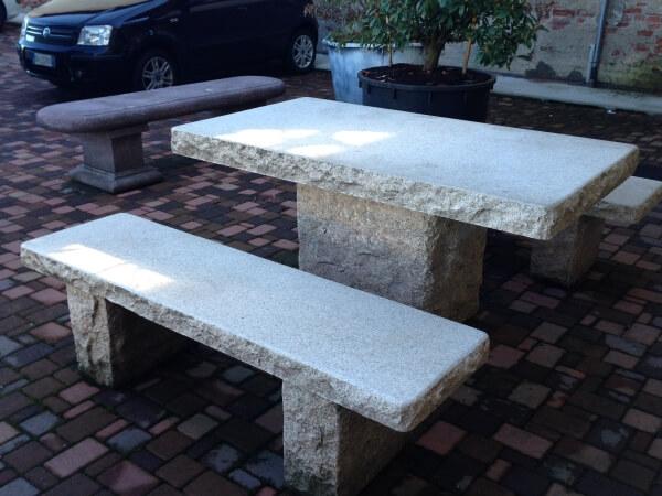Tavoli da giardino perch privilegiare la pietra naturale - Rivestimento tavolo ...