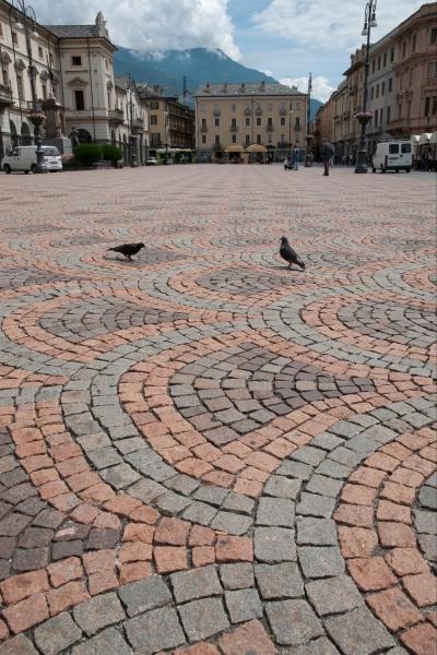 cubetti-in-pietra-coda-di-pavone-1
