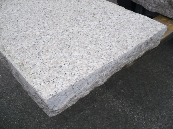 Lastre in pietra naturale per pavimenti da esterno