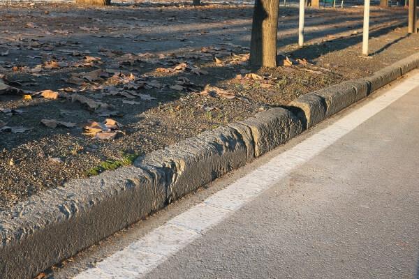 cordoli-in-pietra-viale-alberato