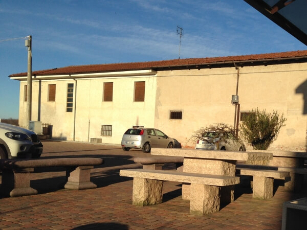 Tavoli da giardino perch privilegiare la pietra naturale for Arredo urbano in inglese